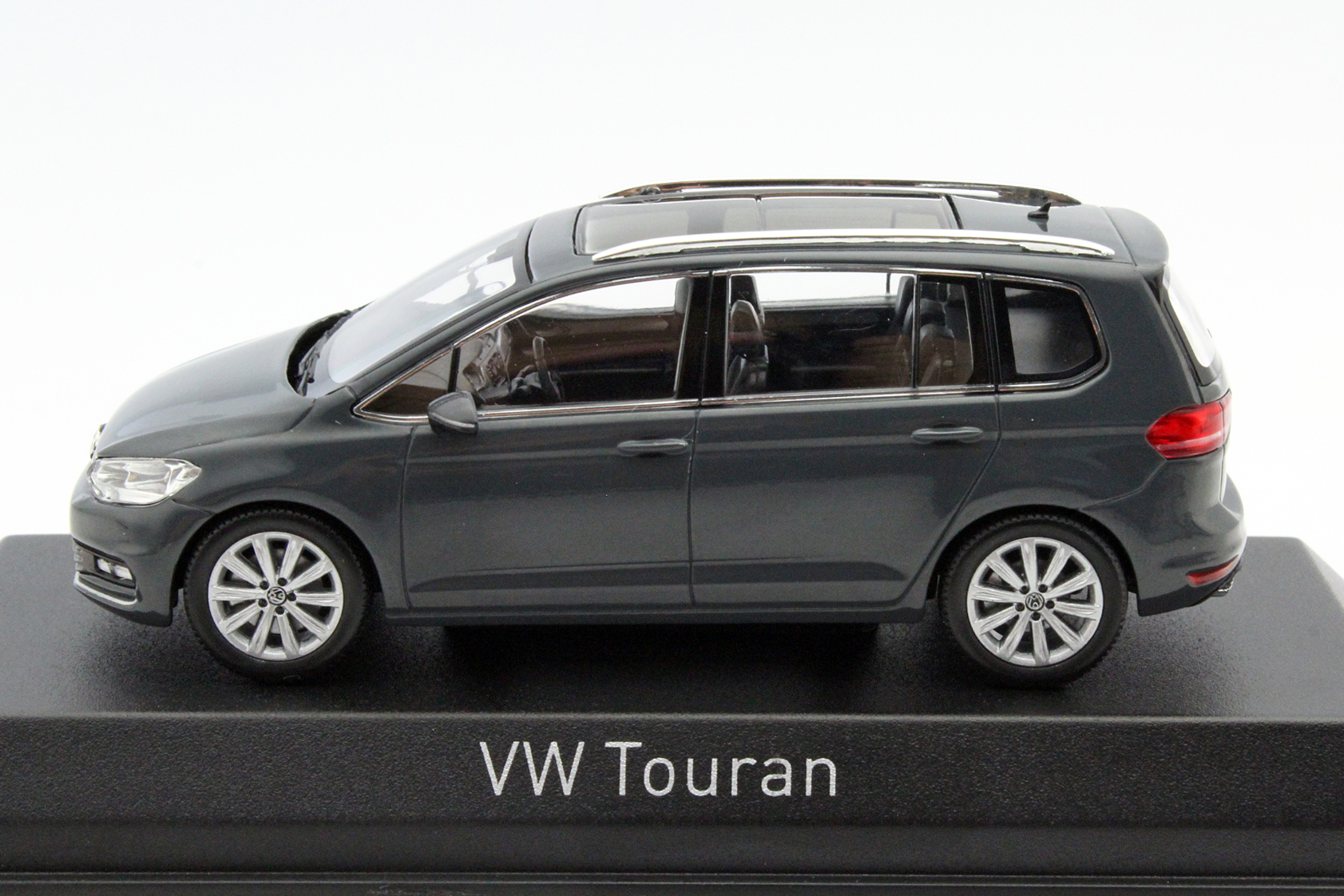 volkswagen touran 2015 grey solid die cast model norev 840028. Black Bedroom Furniture Sets. Home Design Ideas