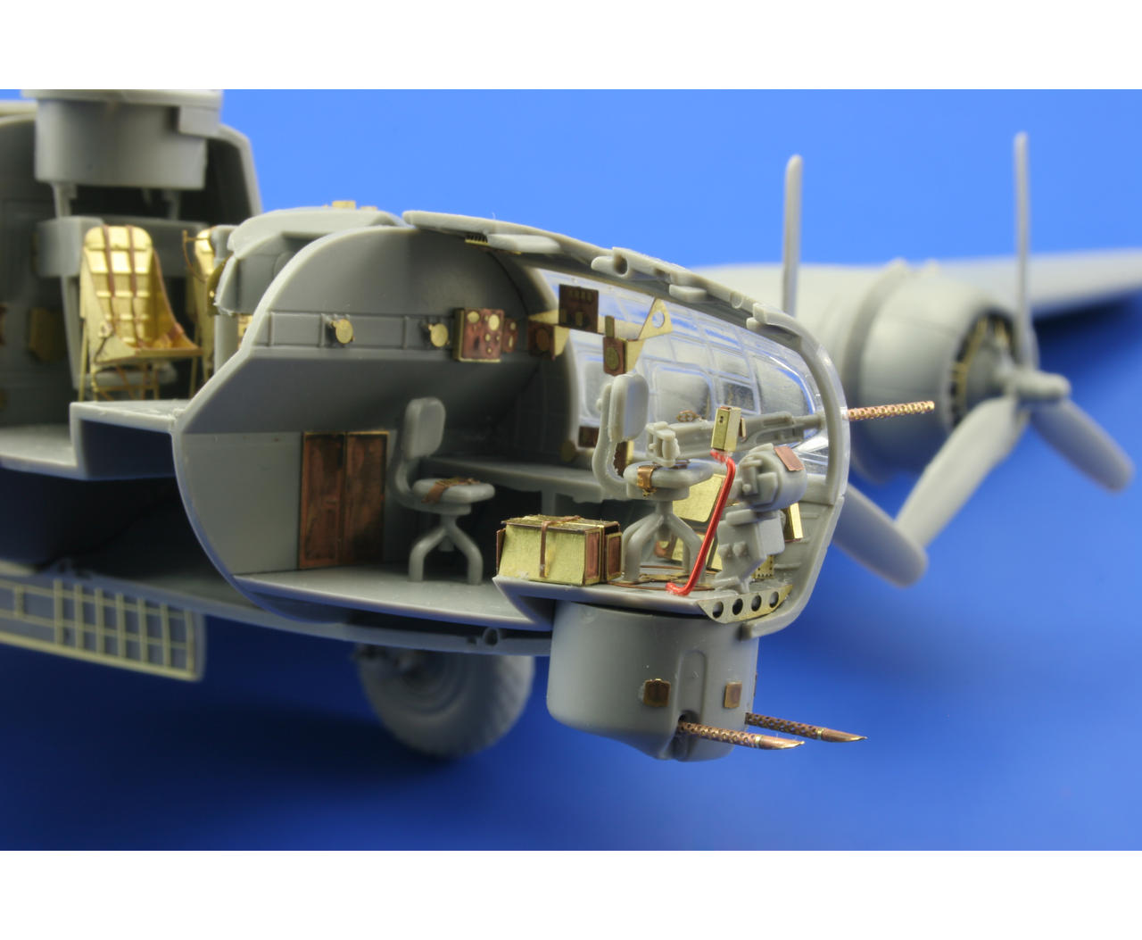 B 17g front interior revell eduard 73382 for Maquette stand