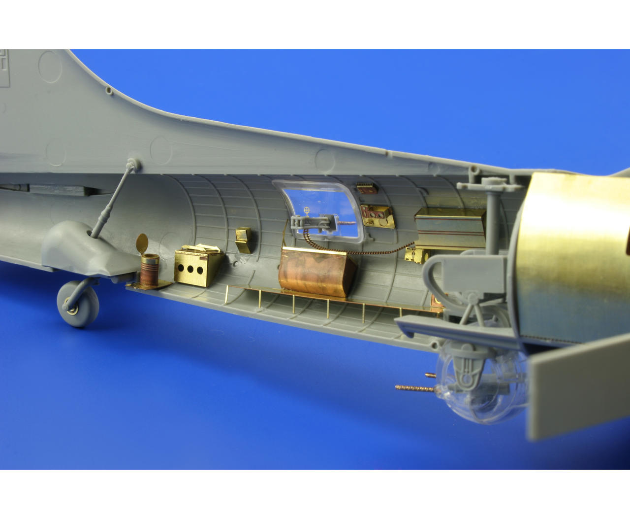 b 17 model kits with B 17g 1 72 Revell 2371710 on Watch also B 17G 1 72 REVELL 2371710 further 00 besides 171991271725 moreover B 17g Flying Fortress Silver Fleet Limited Edition.